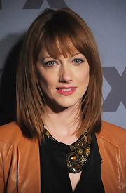 Judy Greer wore her hair in a sleek subtly layered bob with brow-grazing bangs at the 2012 FX Ad Sales Upfront event.