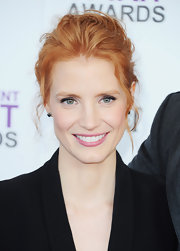 Jessica Chastain attended the 2012 Spirit Awards wearing a muted medium pink lipstick.