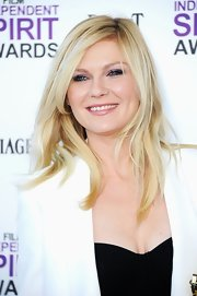 Kirsten Dunst attended the 2012 Independent Spirit Awards wearing her long hair straight and tousled.