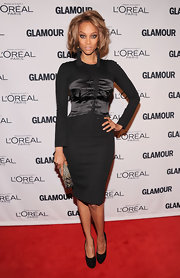 Tyra brought the heat in this LBD with a black satin bustier overlay at the Glamour Women of the Year Awards.