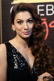 Gauhar Khan looked absolutely stunning in a long side-swept curly 'do.