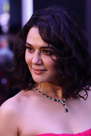 Preity Zinta looked great with her black hair curled for the 2012 IIFA Awards.