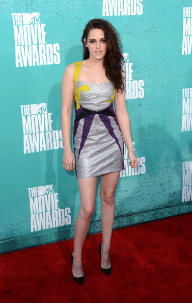 http://www4.pictures.stylebistro.com/gi/2012+MTV+Movie+Awards+Arrivals+09rerH5AXCwl.jpg