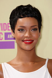 We are loving Rihanna's new super-short boy cut she debuted at the VMAs.