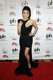 Jeannie Mai unleashed her inner diva at the 2012 Miss USA pageant in a fierce black evening dress with beaded panels and a super-sexy neckline.