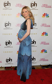 Holly Madison radiated on the red carpet in this patterned blue dress at the Miss Universe Pageant.