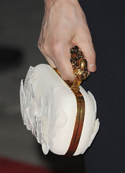 Yoko One held on to an intricately detailed white clutch with a sculpted gold handle at the tribute to Paul McCartney.