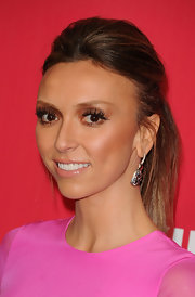 Guiliana Rancic wore her hair in a stylish ponytail at the 2012 MusiCares Person of the Year Tribute.