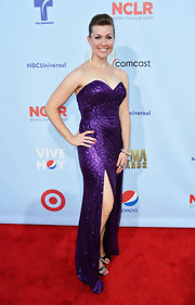 Kelly channeled Jessica Rabbit in this retro-glam purple gown.