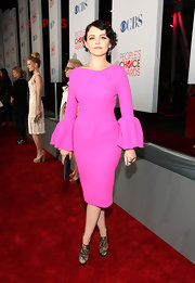 Ginnifer Goodwin's rocked the red carpet in a hot pink dress paired with haute embellished booties.