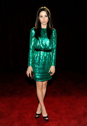 Whitney Cummings dazzled in an emerald dress at the People's Choice Awards.