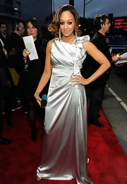 Tia Mowry wore a silver evening dress with a bowed detail for the People's Choice Awards.