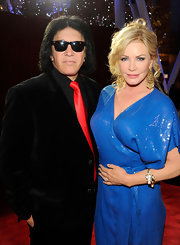 Shannon Tweed picked some intricately designed jewelry to match her all-blue ensemble.