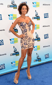 Nicole Murphy stepped onto the blue carpet in a strapless lingerie-inspired dress.