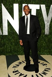 Anthonly Mackie exuded classic cool in this handsome black suit.