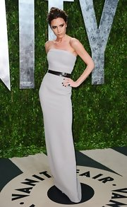 Victoria Beckham looked ultra elegant at the Vanity Fair Oscar party in a gray belted column dress.