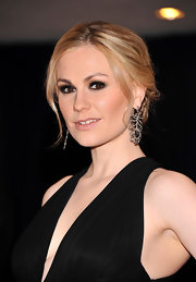 Anna Paquin wore her hair styled in a low loose bun with pretty face-framing tendrils at the 2012 White House Correspondents' Association Dinner.
