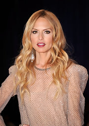 Rachel Zoe paired her formal frock with a causal 'do of long loose curls.