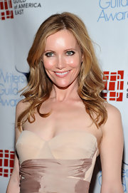 Leslie Mann attended the 2012 Writers Guild Awards wearing her long golden locks in loose waves.
