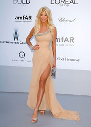 Victoria Silvstedt's chiffon single-shoulder gown was, well, just peachy.