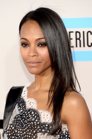 Zoe Saldana kept it simple at the American Music Awards with this sleek layered cut.