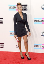 MC Lyte looked hot on the red carpet in a tight-fitting faux-wrap LBD during the American Music Awards.