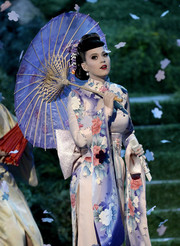 Katy Perry teamed a printed lavender umbrella with her kimono for her performance at the 2013 American Music Awards.
