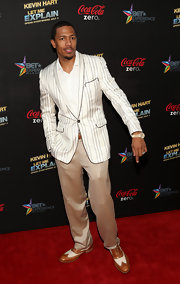 Nick Cannon showed off some snazzy style with this striped blazer.