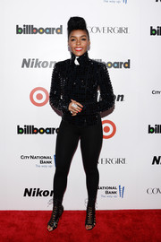 Janelle Monae showed of her toned legs in a pair of black leggings.