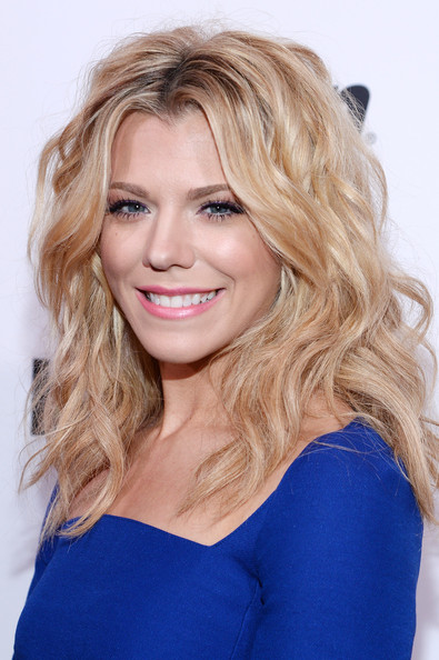 More Pics of Kimberly Perry Medium Wavy Cut (1 of 5) - Shoulder Length Hairstyles Lookbook - StyleBistro