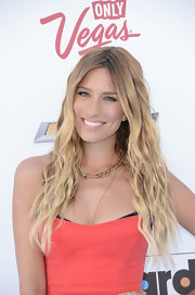 Long beachy waves gave Renee Bargh a totally summery and sun-kissed look on the blue carpet of the Billboard Music Awards.