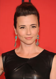 Linda Cardellini's brunette tresses looked super stylish in this pinned updo.