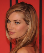 Jessica Hart kept her hair and beauty look fresh and romantic with a straight style.