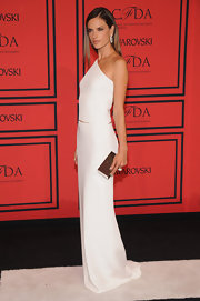 Alessandra Ambrosio was an image of minimalism in this one-shoulder white column gown.