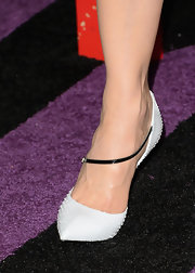 Nicole Kidman's snakeskin white pumps added a pop of light color to her LBD.