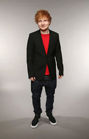 Ed Sheeran chose a classic black blazer to pair over a tee for a super cool and easy look.
