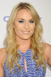 Lindsey Vonn's vibrant eyeshadow gave her a bright and electric beauty look.