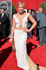 Jessica's white and nude mermaid dress was a light and airy choice for a summertime red carpet appearance.