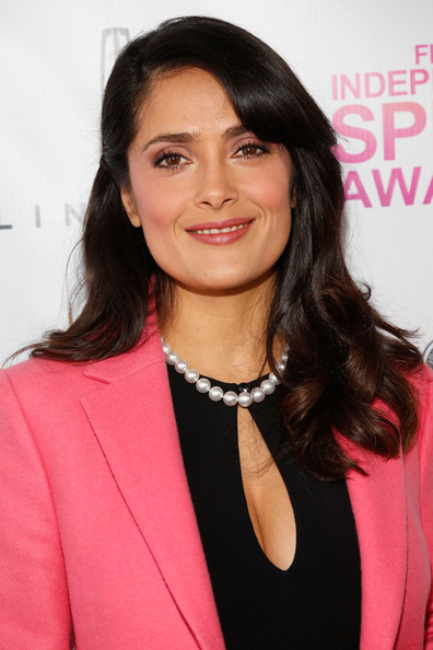 More Pics of Salma Hayek Cultured Pearls (2 of 9) - Salma Hayek Lookbook - StyleBistro
