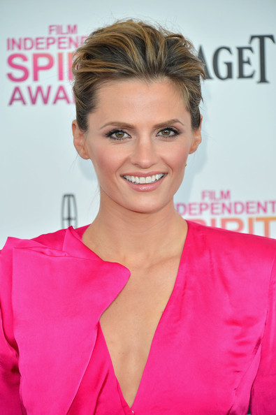 More Pics of Stana Katic Pompadour (1 of 11) - Pompadour Lookbook - StyleBistro