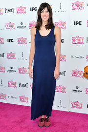Rebecca Thomas looked sophisticated and elegant in a navy blue evening dress at the Independent Spirit Awards.