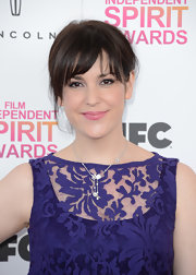 Melanie Lynskey chose a more casual look at the Indenpendent Spirit Awards were she opted for a loose updo with bangs.