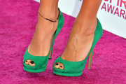 Green peep-toe platform pumps added a splash of color to Rashida Jones' pink carpet look at the Independent Spirit Awards.