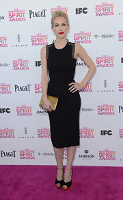 A little black dress showed off Kira Miro's modern and sleek style at the 2013 Independent Spirit Awards.