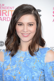 Mary Elizabeth Winstead looked soft and sweet with loose waves at the Independent Spirit Awards.