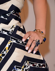Kaley Cuoco kept her jewelry classic and sophisticated with this blue lapis bangle.