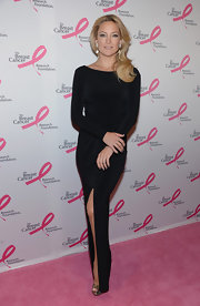 Kate Hudson showed off her sexy sleek style with this long-sleeve black gown.