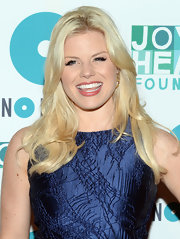 Megan Hilty's peach lip gloss brightened up the actresses whole beauty look.