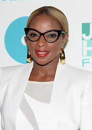 Mary J. Blige topped off her totally sophisticated red carpet look with this center-parted bun.