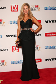 Sophie Faulker stunned in a black strapless gown with a sweetheart neckline and peplum waist.